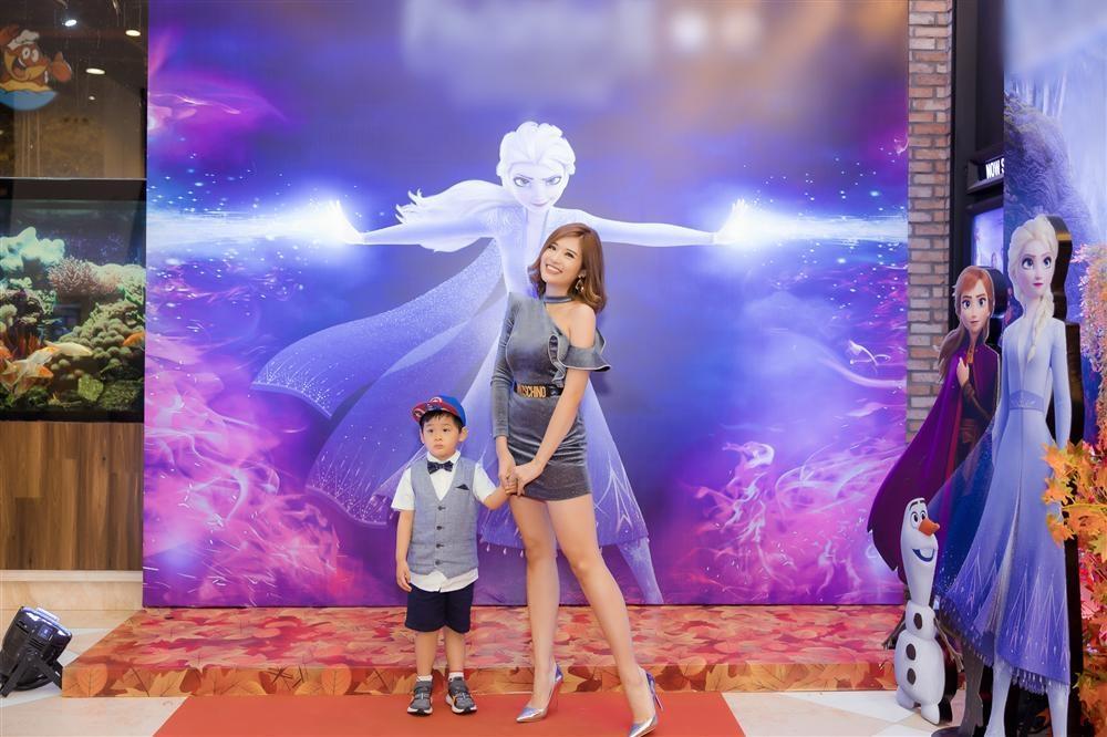 Con trai Hoa hậu Phan Hoàng Thu gây chú ý vì vẻ ngoài đáng yêu chuẩn soái ca-4