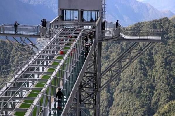 Việt Nam tự hào có 2 cây cầu kính đẹp ngỡ ngàng, du khách háo hức ghé thăm-1