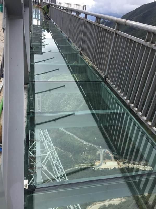 Việt Nam tự hào có 2 cây cầu kính đẹp ngỡ ngàng, du khách háo hức ghé thăm-6