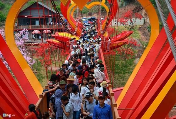 Việt Nam tự hào có 2 cây cầu kính đẹp ngỡ ngàng, du khách háo hức ghé thăm-12