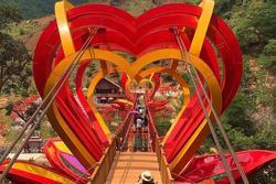 Việt Nam tự hào có 2 cây cầu kính đẹp ngỡ ngàng, du khách háo hức ghé thăm