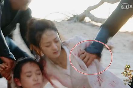 Mỹ nhân Trung Quốc bị sàm sỡ ngay trước ống kính
