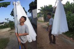CƯỜI RỚT HÀM: Ông bố gánh váy cưới diễu hành khắp làng mừng con gái thoát ế