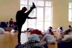 Vụ thầy dạy võ 'tung cước' như trời giáng xuống lưng học sinh: 'Do áp lực thành tích nên dạy dỗ nghiêm khắc'