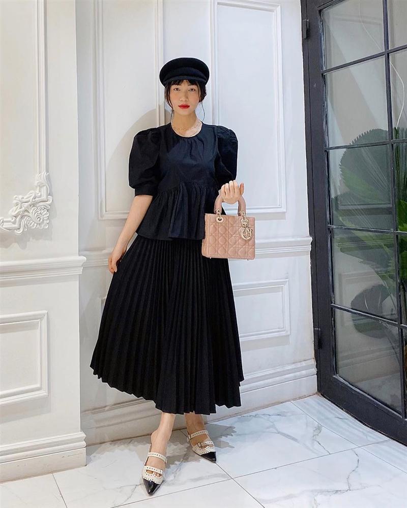 Hòa Minzy mặc đồ rộng thùng thình giữa tin đồn sinh nở - Đức Phúc khoe street style mà ngỡ đi lặn-1