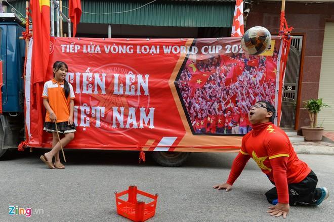 Clip: Người hâm mộ xuống đường, nhuộm đỏ các tuyến phố trước trận quyết đấu Thái Lan trên sân Mỹ Đình-6