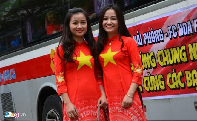Clip: Người hâm mộ xuống đường, nhuộm đỏ các tuyến phố trước trận quyết đấu Thái Lan trên sân Mỹ Đình-10