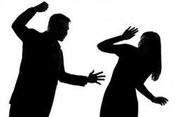 Bình Dương: Người chồng đánh vợ dã man đã ra công an trình diện