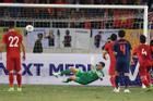 Triệu fans Việt gọi tên Văn Lâm với màn bắt bóng thần sầu, cản phá thành công cú sút ở chấm 11m