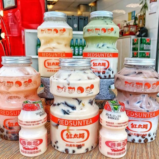 Tín đồ trà sữa phát cuồng với phiên bản đặc biệt hình lọ sữa chua uống siêu to khổng lồ có dung tích lên đến 700ml tại Đài Nam-1