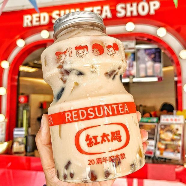 Tín đồ trà sữa phát cuồng với phiên bản đặc biệt hình lọ sữa chua uống siêu to khổng lồ có dung tích lên đến 700ml tại Đài Nam-2