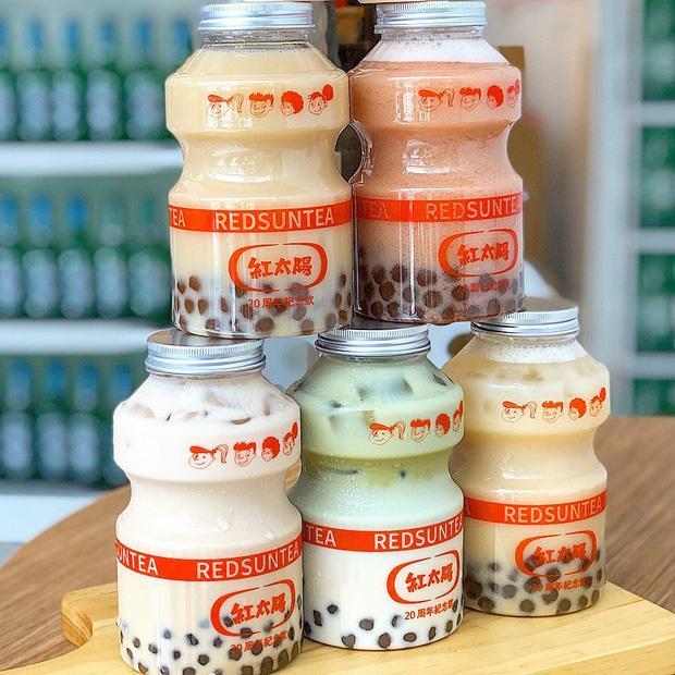 Tín đồ trà sữa phát cuồng với phiên bản đặc biệt hình lọ sữa chua uống siêu to khổng lồ có dung tích lên đến 700ml tại Đài Nam-3