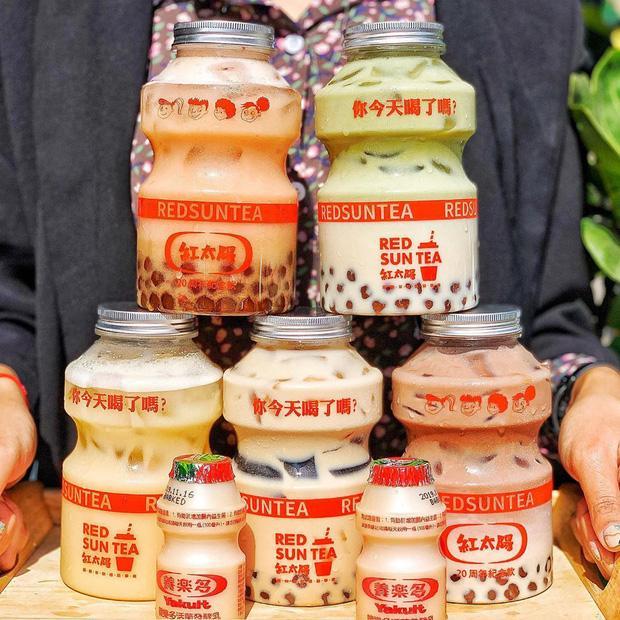 Tín đồ trà sữa phát cuồng với phiên bản đặc biệt hình lọ sữa chua uống siêu to khổng lồ có dung tích lên đến 700ml tại Đài Nam-4