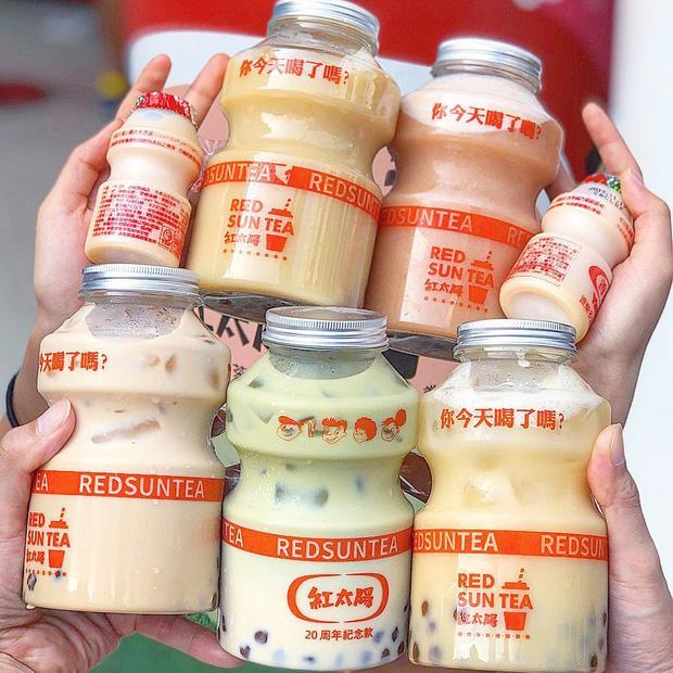 Tín đồ trà sữa phát cuồng với phiên bản đặc biệt hình lọ sữa chua uống siêu to khổng lồ có dung tích lên đến 700ml tại Đài Nam-6