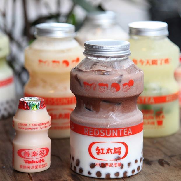 Tín đồ trà sữa phát cuồng với phiên bản đặc biệt hình lọ sữa chua uống siêu to khổng lồ có dung tích lên đến 700ml tại Đài Nam-8