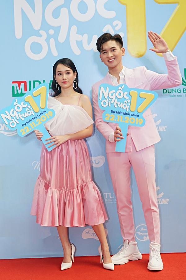 Mon 2k nửa kín nửa hở đến chúc mừng con nuôi Minh Nhí lần đầu đóng vai chính-4