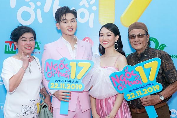 Mon 2k nửa kín nửa hở đến chúc mừng con nuôi Minh Nhí lần đầu đóng vai chính-12