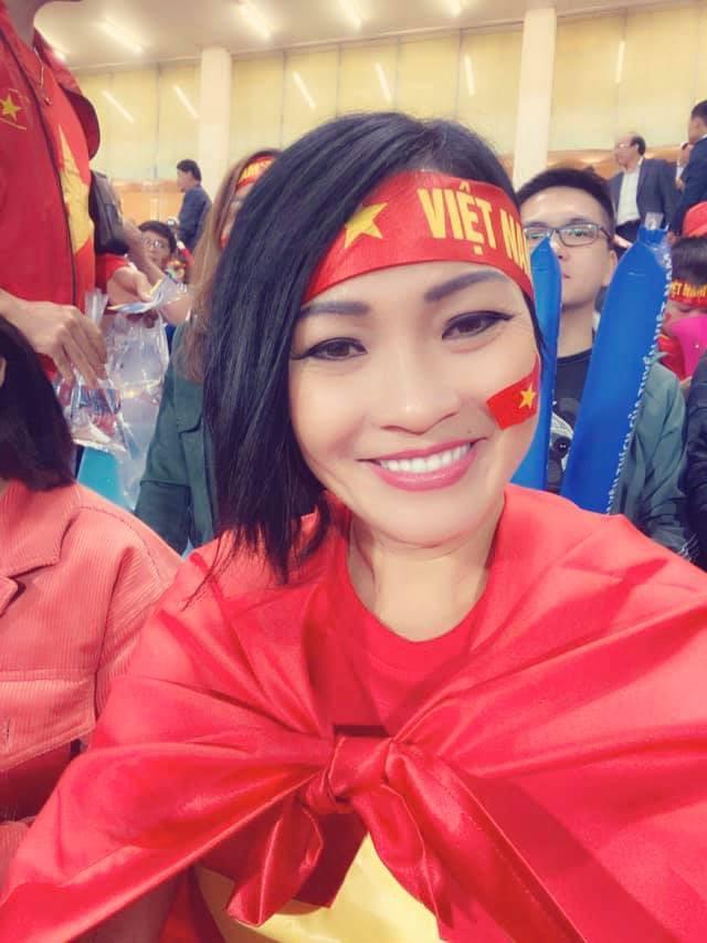 Khoảnh khắc khóc, cười của nghệ sĩ sau trận Việt Nam - Thái Lan-5