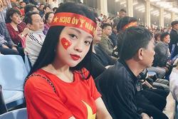 CĐV nữ khoe được cầu thủ Quang Hải tặng vé xem bóng đá