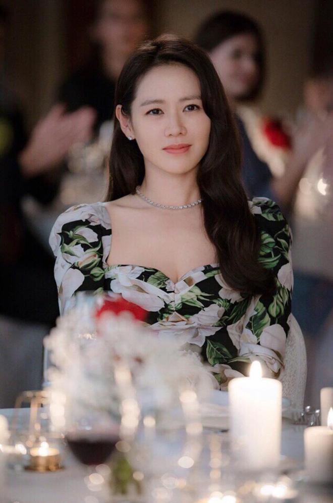 Đụng hàng cả loạt mỹ nhân đình đám, chị đẹp Son Ye Jin vẫn đẹp bất bại-2