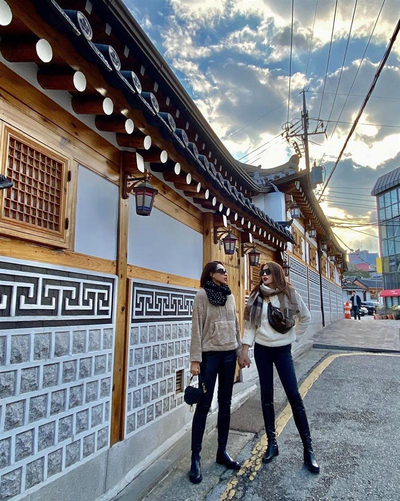 Kỳ Duyên - Minh Triệu diện đồ đôi chất lừ như bìa tạp chí, nổi nhất street style tuần qua-1