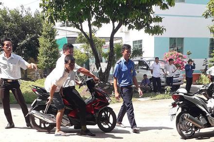 Gần 120 học viên cai nghiện trốn trại, tràn ra đường cao tốc TP.HCM - Trung Lương