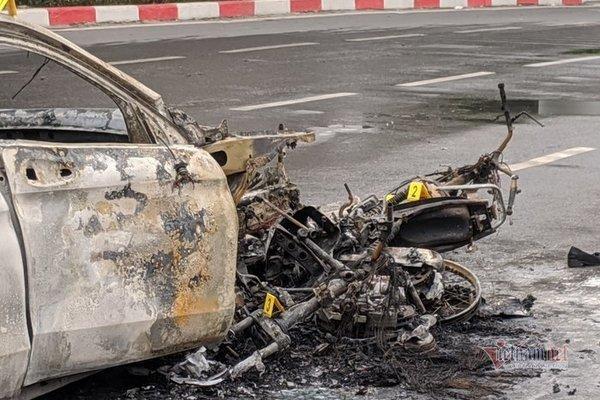 CSGT lao vào cứu người mắc kẹt trong vụ cháy Mercedes-3