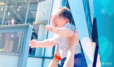 Trương Bá Chi tổ chức sinh nhật cho con trai thứ ba, người đàn ông ngoại quốc bị nghi ngờ là cha ruột của Marcus-5