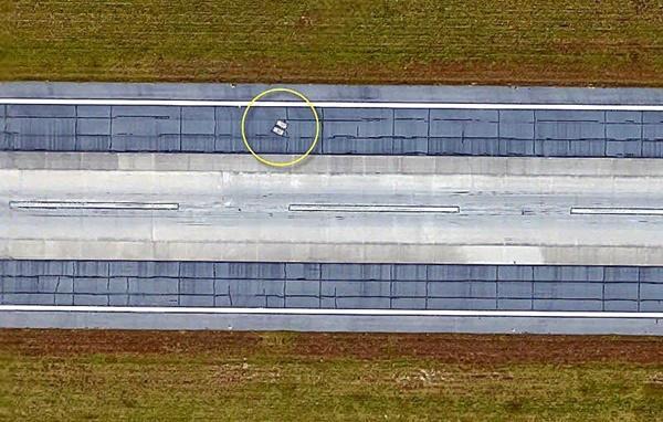 2 ngôi mộ bí ẩn trên đường băng sân bay-3