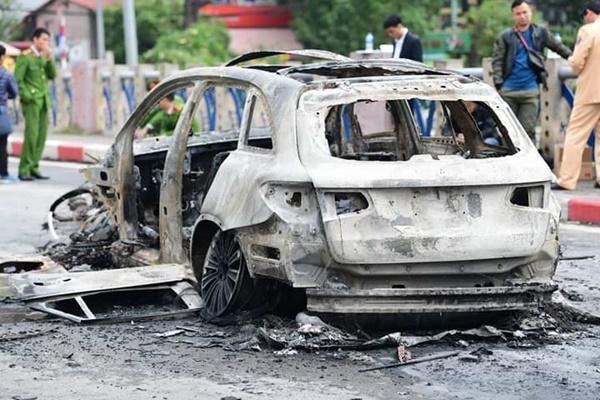 Vụ xe Mercedes gây tai nạn chết người rồi bốc cháy: Nữ tài xế khai gì?-1