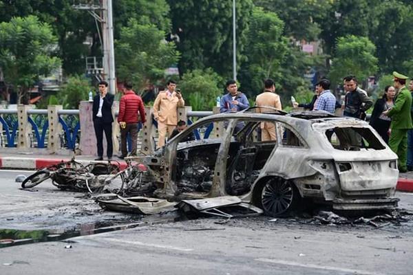 Vụ xe Mercedes gây tai nạn chết người rồi bốc cháy: Nữ tài xế khai gì?-2
