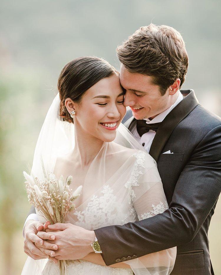 Á hậu Hoàng Oanh chính thức khoe ảnh cưới nét căng bên hôn phu ngoại quốc-1