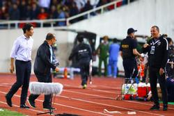 Trợ lý tuyển Thái Lan có thể mất việc sau hành vi khiêu khích HLV Park