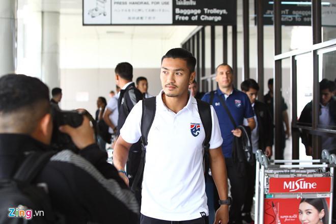 Không chỉ HLV thủ môn, hé lộ hình ảnh hậu vệ Thái Lan cũng tham gia khẩu chiến gắt với thầy Park-5