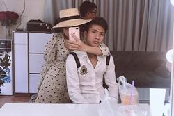 Bạn gái Văn Đức nói 'miễn chồng yêu' khi fan hỏi chuyện kết hôn