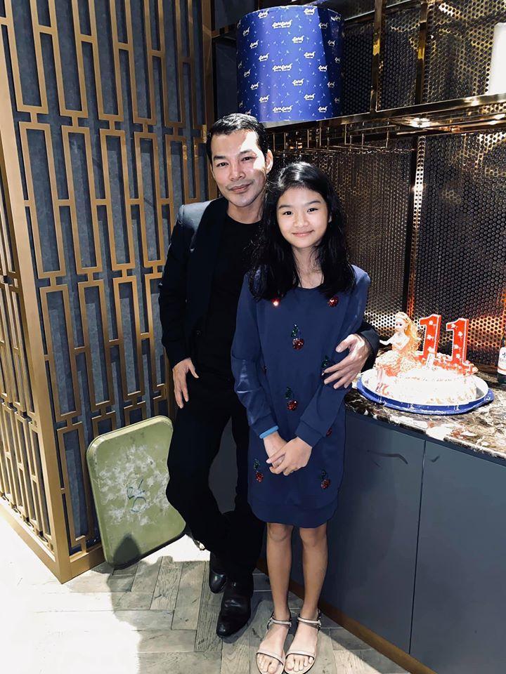 Lâu lâu mới xuất hiện, con gái Trương Ngọc Ánh gây bất ngờ với đôi chân dài miên man ở tuổi 11-2