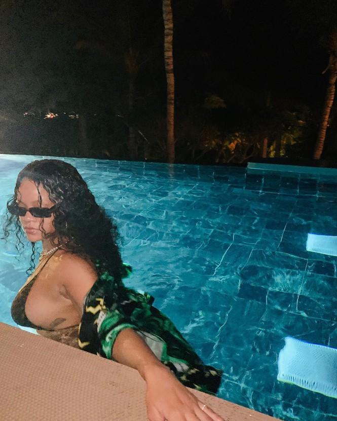 Nữ ca sĩ giàu nhất thế giới tung ảnh khoe vòng một khủng-1