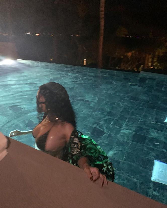 Nữ ca sĩ giàu nhất thế giới tung ảnh khoe vòng một khủng-2