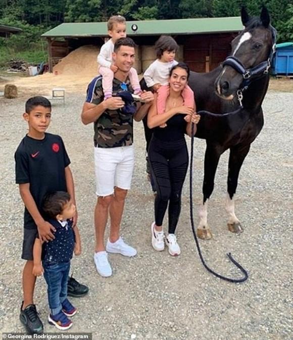Ronaldo và bạn gái nóng bỏng bí mật tổ chức đám cưới sau 3 năm hẹn hò, sinh con?-2