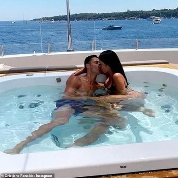Ronaldo và bạn gái nóng bỏng bí mật tổ chức đám cưới sau 3 năm hẹn hò, sinh con?-3