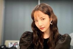 Park Min Young ngày càng lên hương từ trang phục và tóc tai khiến ai cũng khen ngợi nhan sắc
