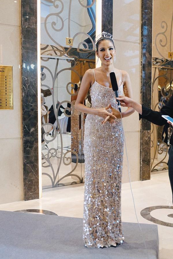 Cafe phin sữa đá trở thành quốc phục chính thức của Hoàng Thùy tại Miss Universe 2019-2