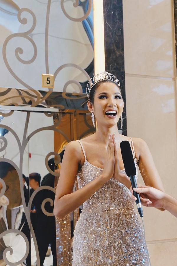 Cafe phin sữa đá trở thành quốc phục chính thức của Hoàng Thùy tại Miss Universe 2019-3
