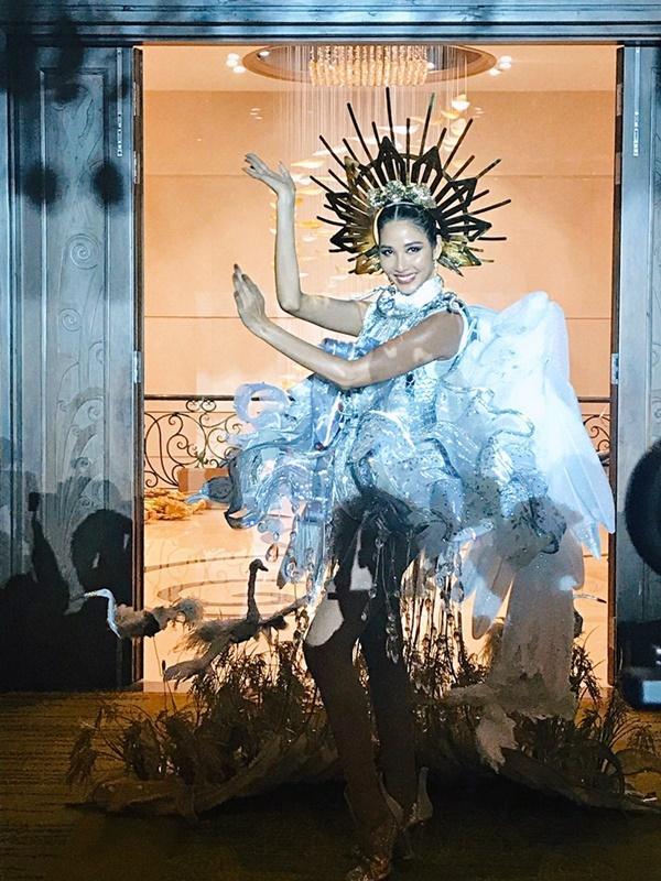 Cafe phin sữa đá trở thành quốc phục chính thức của Hoàng Thùy tại Miss Universe 2019-8