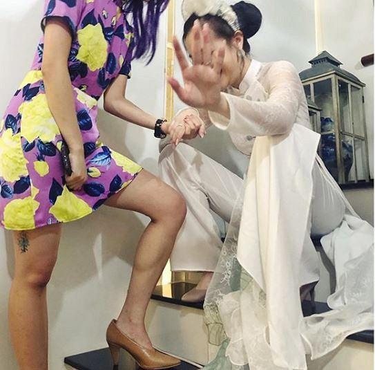 Mie Nguyễn khoe ảnh đẹp trong ngày ăn hỏi, đáng chú ý là hình ảnh sợ hãi ngồi bệt trước giờ lên xe hoa-1