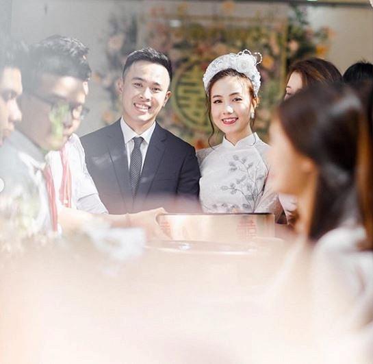 Mie Nguyễn khoe ảnh đẹp trong ngày ăn hỏi, đáng chú ý là hình ảnh sợ hãi ngồi bệt trước giờ lên xe hoa-4