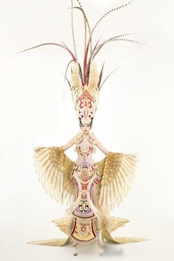 Sau lùm xùm quỵt tiền, đổi nhà thiết kế ngay phút chót, Ngọc Châu khoe bộ trang phục dân tộc chính thức tại Miss Supranational 2019