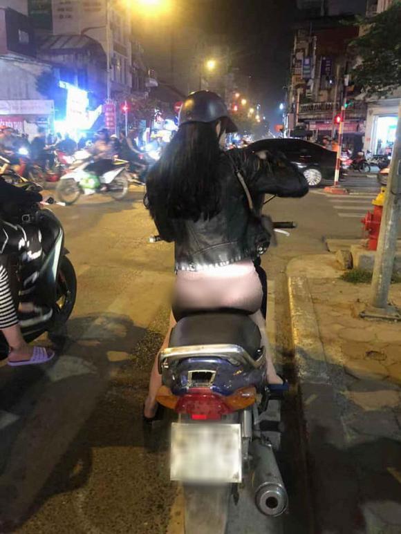 Mặc quần mỏng như tờ giấy để lộ nguyên vòng 3 rồi vi vu khắp phố Hà Nội, cô gái trẻ bị chỉ trích gắt-1
