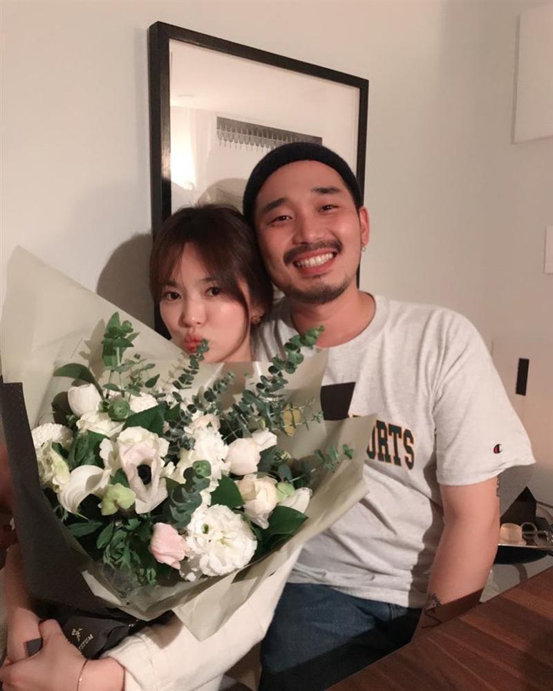 Song Hye Kyo rạng rỡ bên bạn bè trong sinh nhật 38 tuổi-1