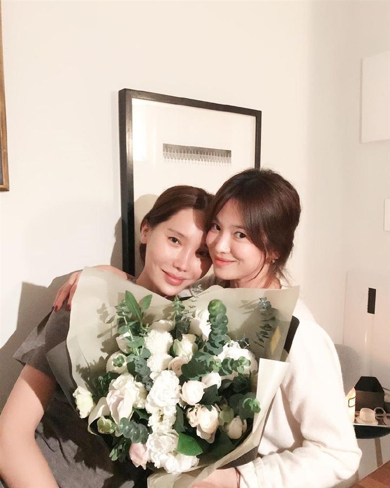 Song Hye Kyo rạng rỡ bên bạn bè trong sinh nhật 38 tuổi-2